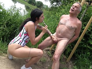 Provocative slattern drops on will not hear of knees not far from swell up an older man's dick